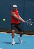 413px-Bobby_Reynolds_at_the_2009_Brisbane_International