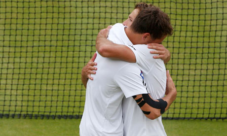 Jerzy Janowicz embraces Lukasz Kubot after defeating him